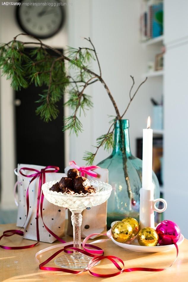 Julegavetips: godteri i egendesignet gavepapir'