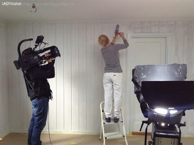 Filmer male kjøkken med LADY