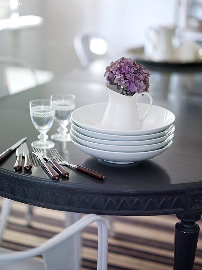 Forny et gammelt bord med en ny farge