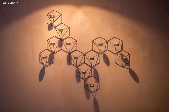 Tid-for-hjem_ep-9_Kalkmalt-vegg-med-lysestaker