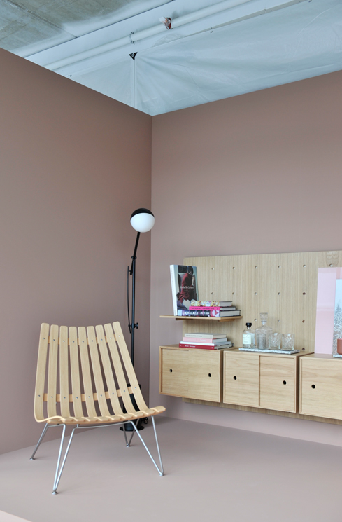 Dare to designstudio utstilling av reoler på vegg malt med LADY Savanna Sunset