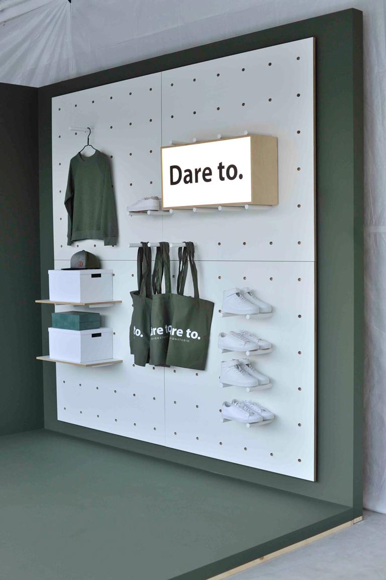 Daretodesign viser konseptvegg med reoler.