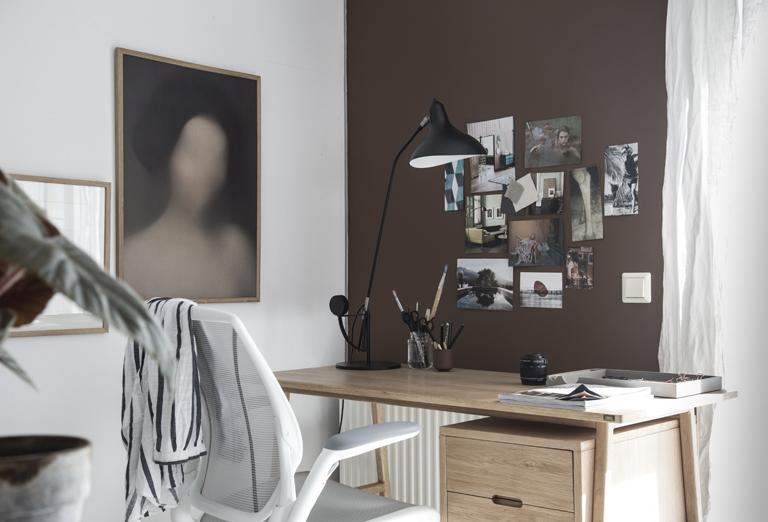 Nytt hjemmekontor i brune toner