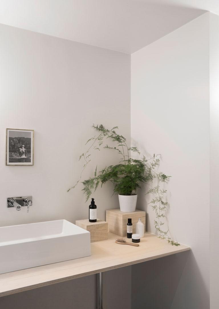 Badet hos Nadia Norskott er malt i LADY Hvit Pepper