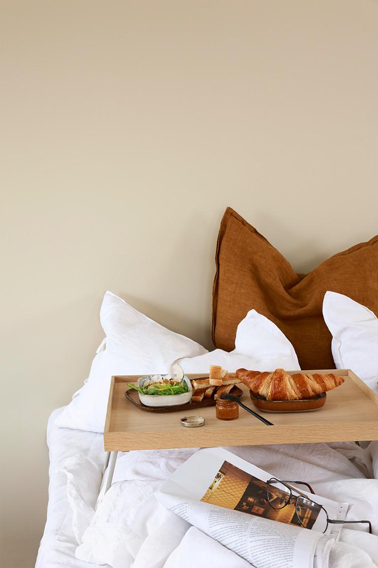 jotun-lady-frokost-i-sengen-
