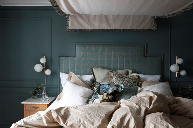 Blått soverom med personlig stil