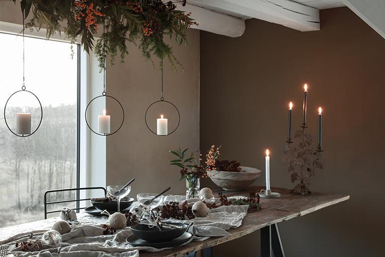 Vakker og naturlig borddekking til jul