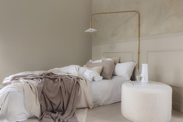 Elegant og gyllent på soverommet