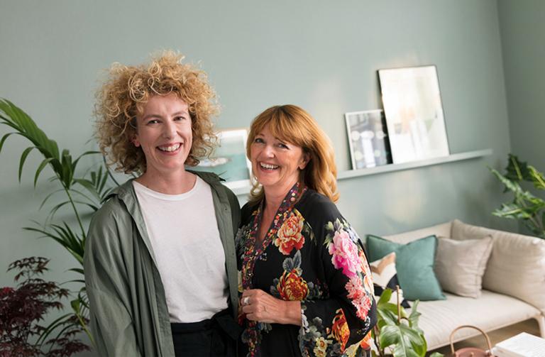 Global fargesjef i Jotun Lisbeth Larsen og stylist Jannicke Krakvik